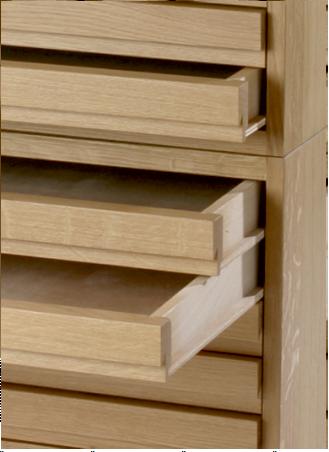 Détails tiroirs meuble à plans en bois horizontaux
